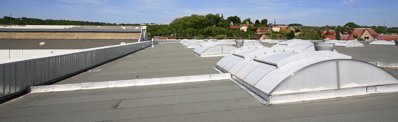 Comment déboucher des chéneaux en toiture ?